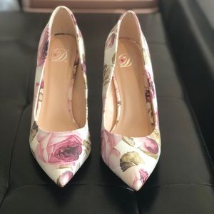 Pink & White Floral Heels Size 6.5